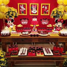 Minnie Mouse Candy Bar, Minnie Mouse Birthday Theme, Fiesta Mickey Mouse, Red Minnie Mouse, Wild One Birthday Party, Mickey Mouse Parties, Mickey Party, Mickey Mouse Clubhouse, Strip Steak