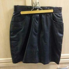 Bill Blass black leather skirt Size 8 genuine leather with lining skirt - 20 inch long Bill blass Skirts Midi