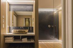 LED-Module von BILTON gibt es in allen Schutzklassen. Bei diesem Projekt wurden Streifen der Schutzklasse IP66 verwendet, zum vollständigen Schutz vor Spritzwasser. Decor, Bathroom Lighting, Lighting, Lighted Bathroom Mirror, Led, Home Decor, Bathroom Mirror, Led Lights, Mirror