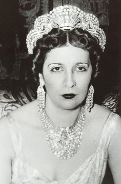 Fuad married his second wife at the Bustan Palace in Cairo on 24 May 1919. She was Nazli Sabri (1894–1978), daughter of Abdu'r-Rahim Pasha Sabri, sometime Minister of Agriculture and Governor of Cairo, by his wife, Tawfika Khanum Sharif. The couple had five children, the future King Farouk, and four daughters, the Princesses Fawzia (who became Queen Consort of Iran), Faiza, Faika, and Fathiya.