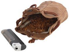 Beutel waren schon im Mittelalter praktische Aufbewahrungsorte und auch die Indianer beherbergten dort ihren Tabak. Warum also alte Traditionen nicht wieder aufleben lassen mit dem tollen Beutel 'Raven' aus robustem und hochwertig verarbeitetem Büffelleder? Tabakbeutel - Naturkautschuk - Echtleder - Gusti Leder - 2T7-22-5