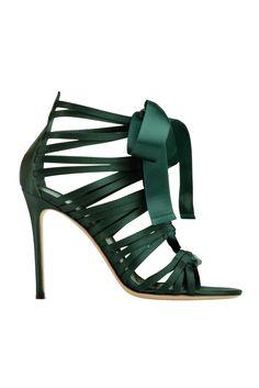 Paixões...laço, tiras, no calcanhar, salto fino e em amor pelo verde escuro...pra mim a cor de 2013...Luxo e Glamour!