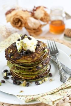 Matcha Green Tea Coconut Pancakes - made with coconut flour, green tea powder and buttermilk, this delicous recipe is #gluten free.