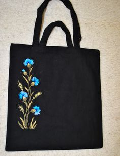 Neck and hem bright floral embroidery on a dark plain dress Hand Embroidery Videos, Embroidery Bags, Flower Embroidery Designs, Simple Embroidery, Denim Tote Bags, Floral Tote Bags, Hand Painted Fabric, Tote Bags Handmade, Jute Bags