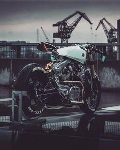 Fully customized Yamaha motorcycle bike by Moose Moto Design, shot Media Beznazwy Best Motorbike, Moto Bike, Cafe Racer Motorcycle, Motorcycle Design, Bike Design, Virago Cafe Racer, Moto Scrambler, Yamaha Fz 16, Yamaha Virago