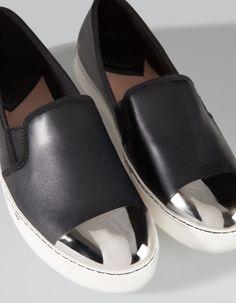 Baskets slip on bout métal - Stradivarius (inspi. Shoe Boots, Shoes Sandals, Shoes Sneakers, Ankle Boots, Cute Shoes, Me Too Shoes, Daily Shoes, Crazy Shoes, Pumps