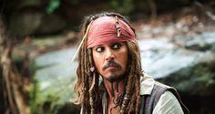 Johnny Depp sorprende a los visitantes de Disneyland vestido como Jack Sparrow