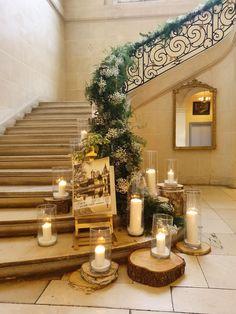 Descente d'escalier végétale et chaleureuse. Jolie Photo, Table Decorations, Beautiful, Plants, Furniture, Home Decor, Stairs, Stair Makeover, Warm