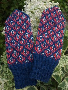 Finely Hand Knitted Seto Estonian Mittens on Navy от NordicMittens