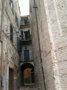 Architettura di Perugia The Fresh, Cities, Italy, Memories, Heart, Places, Green, Scenery, Italia