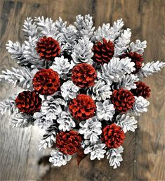 Pine Cone Art, Pine Cone Crafts, Christmas Projects, Fall Crafts, Holiday Crafts, Christmas Diy, Christmas Wreaths, Christmas Ornaments, Pinecone Christmas Crafts