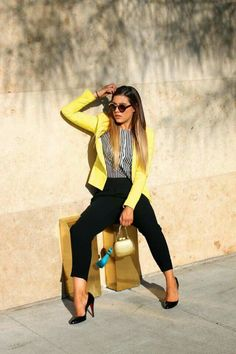 Love the yellow blazer Casual Work Outfits, Business Casual Outfits, Professional Outfits, Mode Outfits, Work Casual, Classy Outfits, Chic Outfits, Fashion Outfits, Yellow Blazer Outfits