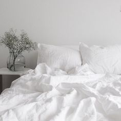Your bed and your bedroom need to have good feng shui to support your personal energy levels. Positioning your bed for good feng shui is important. White Bedding, White Bedroom, Dream Bedroom, Master Bedroom, White Linens, Master Suite, Bedroom Bed, Feng Shui Bett, Bedroom Inspo