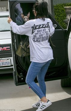 Au naturel Kylie Jenner goes without wig or make-up for outing in LA #dailymail