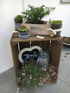 Garden Decoration Fruit Box Deco Box # Floating You are in the right place about crates decor porch Here we offer you the most beautiful pictures about the soda crates decor you are loo Fruits Decoration, Decoration Entree, Box Deco, Deco Fruit, Floating Garden, Fruit Garden, Garden Boxes, Diy Garden Decor, Spring Garden