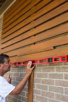 Wood Slat Wall, Wood Slats, Wood Cladding, Home Exterior Makeover, Exterior Remodel, Modern Exterior, Exterior Design, Exterior Paint, Mid Century Exterior