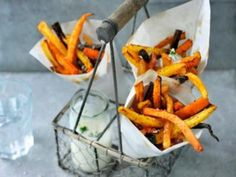 Be inspired by our Philips Kitchen recipes. Check out the healthy, tasty and simple recipes that you can prepare with Philips kitchen appliances. Veggie Fries, Air Fryer Recipes, Kitchen Recipes, Carrots, Curry, Tasty, Diet, Meals, Vegetables