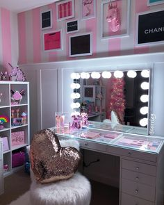 23 Clever DIY Christmas Decoration Ideas By Crafty Panda Girl Bedroom Designs, Room Ideas Bedroom, Bedroom Decor, Beauty Room Decor, Makeup Room Decor, Makeup Rooms, Vanity Room, Cute Room Decor, Glam Room