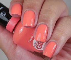 Sally Hansen Miracle Gel: ⭐ Life's A Peach ⭐ ... a PEACH creme nail polish from the Poolside Paradise Collection 2015