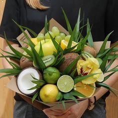 Food Bouquet, Gift Bouquet, Candy Bouquet, Flower Shop Design, Edible Bouquets, Fruit Gifts, Fruit Decorations, Fruit Flowers, Birthday Candy