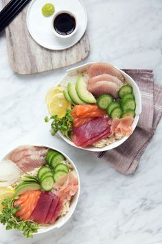 Sushi rice, raw fish, and fresher than fresh vegetables come together in this simple Brown Rice Chirashi Bowl recipe. Clean Eating Recipes, Healthy Eating, Healthy Food, Whole Food Recipes, Healthy Recipes, Dinner Recipes, Sushi Bowl, Rice Bowls, C'est Bon