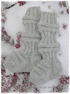 Marsipaanipuodin Merjan blogi josta löydät kuvia kakku-ja pöytäkoriste taideteoksista, leivontareseptejä sekä käsityövinkkejä. Wool Socks, Knitting Socks, Baby Presents, Leg Warmers, Diy Crafts, Kids, Fashion, Knit Socks, Leg Warmers Outfit