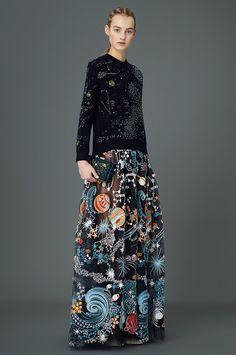 The complete Valentino Pre-Fall 2015 fashion show now on Vogue Runway. High Fashion, Fashion Show, Fashion Tips, Fashion Design, Fashion Trends, Fashion Weeks, London Fashion, 2000s Fashion, Fashion Quotes
