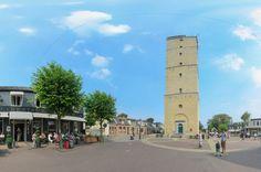 De Brandaris, de vuurtoren van Terschelling, steekt overal boven uit. De Brandaris is de oudste vuurtoren van Nederland en staat midden in het dorp: http://www.terschellingtoer.nl/panoramas/t/torenstraat-bij-brandaris