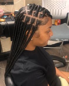 All styles of box braids to sublimate her hair afro On long box braids, everything is allowed! For fans of all kinds of buns, Afro braids in XXL bun bun work as well as the low glamorous bun Zoe Kravitz. Baddie Hairstyles, My Hairstyle, Box Braids Hairstyles, Pretty Hairstyles, Hairstyles 2018, Protective Hairstyles, Updo, Wedding Hairstyles, Short Hair