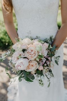 Peonies // Bridal Bouquet // Flowers Wedding // Nude // Blush Wedding // # wedding photographer # wedding pictures # wedding inspiration - All About Vintage Wedding Flowers, Bridal Flowers, Flower Bouquet Wedding, Bouquet Flowers, Bride Bouquets, Bridesmaid Bouquet, Blush Bouquet, Bridesmaids, Wedding Bride