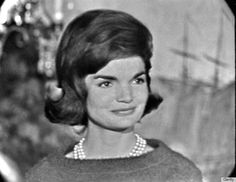 1962 Jackie Kennedy-33 1960s Hairstlyes http://www.huffingtonpost.com/2013/10/09/1960s-hairstyles-photos_n_4063781.html