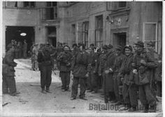 Members of Battalion 'Czata 49' at the corner of ul. Świętojerska and ul. Bonifraterska before moving to Żoliborz.