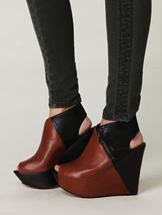 I'm not usually an extreme shoe kind of girl, but these are pretty great.