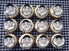 Clown cupcakes hand painted Clown Cupcakes, Cupcake Cakes, Hand Painted Cakes, Edible Art, Food And Drink, Holiday Decor, Handmade, Lady, House