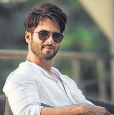Shahid Kapoor will be next seen in the film Batti Gul Meter Chalu. The film is being directed by Shree Narayan Singh and also stars Shraddha Kapoor a. Bollywood Couples, Bollywood Actors, Bollywood News, Bollywood Celebrities, Shahid Kapoor, Kareena Kapoor Khan, Roy Kapoor, Jassi Gill, Sexy Asian Men