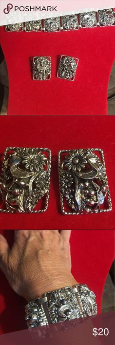 Sarah Coventry signed bracelet and earrings This Lovely vintage Sarah Coventry flower set is a Silvertone link braclet and has matching clip earrings. In excellent condition. Both the earrings and the bracelet are signed. sarah Coventry Jewelry Bracelets