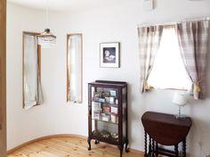 趣味の部屋:お客様の手作り品をお店風に展示しています Oversized Mirror, Furniture, Home Decor, Homemade Home Decor, Home Furnishings, Interior Design, Home Interiors, Decoration Home, Home Decoration