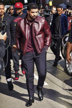 Drake's Outerwear Collection Is the True Hero of Fall Drake Fashion, Mens Fashion, Black Guy Fashion, Drake Clothing, Cute Black Guys, Men Closet, Handsome Black Men, Fine Men, Well Dressed Men