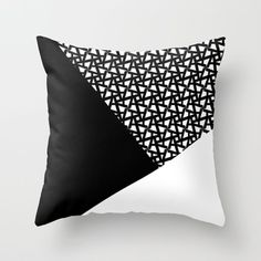 Incredibly Geometric Throw Pillows Ideas for Your Living Room 46 Sewing Pillow Patterns, Sewing Pillows, Diy Pillows, Linen Pillows, Decorative Pillows, Pillow Ideas, Black Throw Pillows, Patchwork Cushion, Quilted Pillow