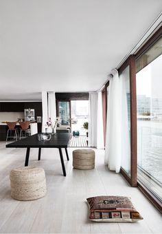 Houseboat in London via BoBedre www.gravityhomeblog.com | Instagram | Pinterest