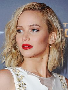 Copy That: A Jennifer Lawrence Hairstyle for Every Day of the Week Loving Jennifer Lawrence's be Work Hairstyles, Long Bob Hairstyles, Hairstyles For Round Faces, Hairdos, Hairstyles 2016, Winter Hairstyles, Popular Hairstyles, Updos, Rihanna