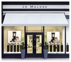 Immer wieder a place to be: Jo Mallone (Bilder: Jo Malone) – Food recipes Jo Malone Store, Kosmetik Shop, Perfume Store, Cafe Shop, Shop Fronts, Retail Space, Salon Design, Cafe Interior, Retail Shop