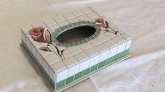 Caixinha para lenços de papel em mosaico.