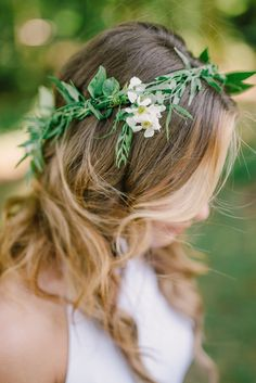 Greenery Laurel Flower Crown with White Flowers | Amy Osaba Event Florals | Belle of the Ball Events | Harwell Photography | Diastole Farms | http://knot.ly/6498BZ39O