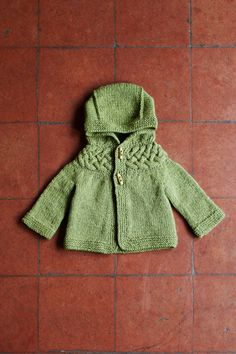 Ravelry: Top-down Baby and Children Cable Yoke Jacket pattern by Kyoko Nakayoshi Arm Knitting, Knitting For Kids, Knitting Projects, Christmas Knitting Patterns, Baby Knitting Patterns, Cotton Clouds, Baby Scarf, Dress Gloves, Paintbox Yarn