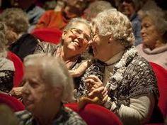Vrijwilligers en ouderen kunnen bijvoorbeeld naar het theater.