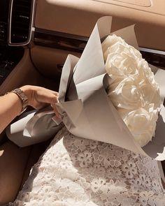 Boquette Flowers, Dark Flowers, Luxury Flowers, Simple Flowers, My Flower, Yellow Flowers, Beautiful Flowers, Flowers Nature, Photowall Ideas
