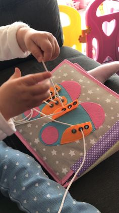 Learn to tie your Shoes Page 🤗 We witnessed our own kids playing with a quiet book for hours, and they never get bored. cyril lignac Learn to tie the shoe, Quiet book, felt baby book, Toddler handmade book Diy Quiet Books, Baby Quiet Book, Felt Quiet Books, Diy Baby Books, Quiet Book For Toddlers, Toddler Learning Activities, Book Activities, Kids Learning, Diy Educational Toys For Toddlers