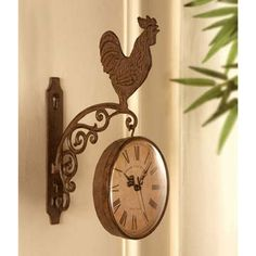 I know it's a cliche but I love this: Rooster Kitchen Cast Iron Hanging Wall Clock French Country Rustic Farm Decor Farm Kitchen Ideas, Rooster Kitchen Decor, Country Kitchen Designs, Rooster Decor, Kitchen Country, Chicken Kitchen, Kitchen Wall Clocks, Chickens And Roosters, Clock Decor