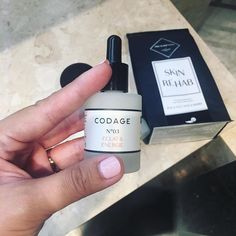 We heard this radiance enhancer Codage Serum No. 03 is found in the exclusive Cannes Film Festival goodie bags that A-list celebs receive. An elixir of antioxidants and detoxifying ingredients to stimulate the skin it has made those faces on the red carpet glow since 2011. Can't wait to try this! Codage skincare products are now available at escentials Singapore.  senior beauty writer @melknowsbeauty . . . . #skincare #codage #codageparis #escentials #beauty  via ELLE SINGAPORE MAGAZINE…